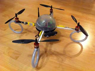 Quadrocopter mit Dome